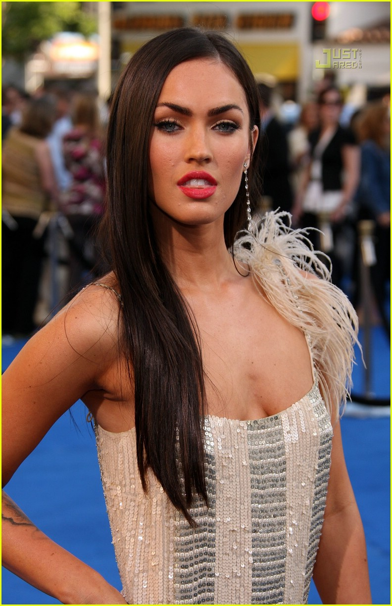 Full Sized Photo of megan fox transformers premiere 01 ...