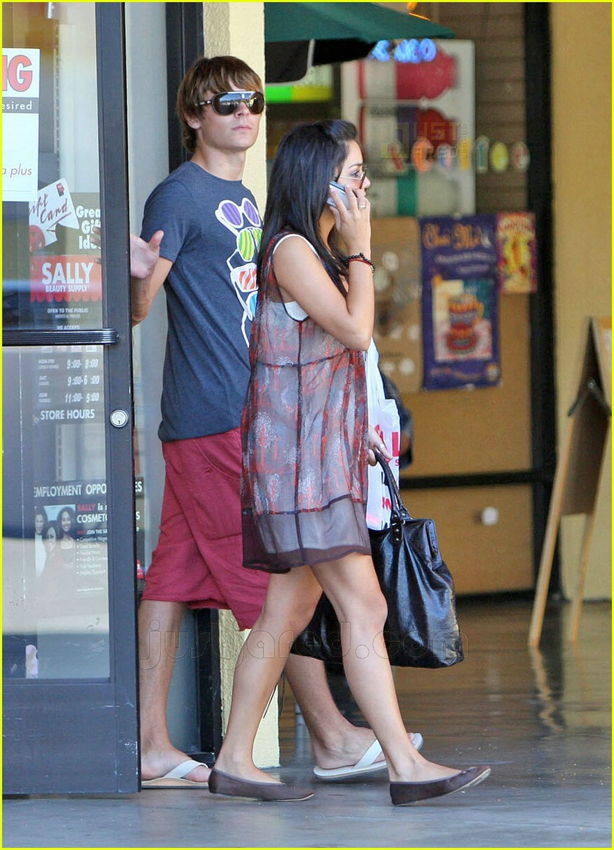 zanessa shopping 09