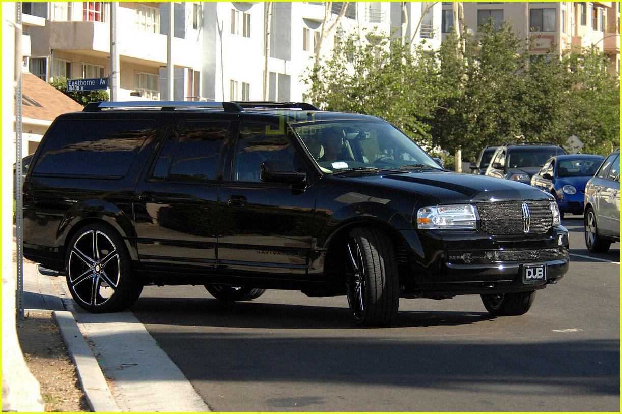 Full Sized Photo Of David Beckham Lincoln Navigator 04