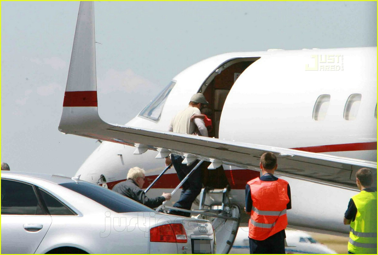 jolie pitts private jet 02