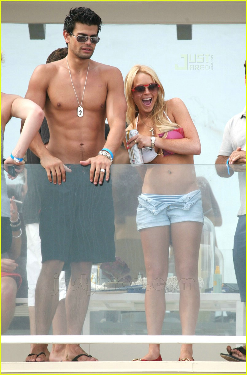lindsay lohan fourth of july hunk 01