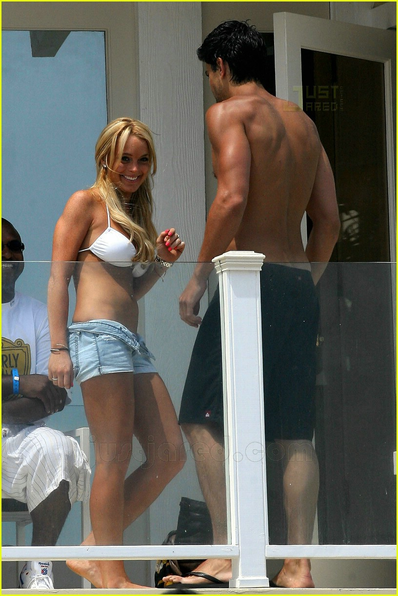 lindsay lohan fourth of july hunk 03
