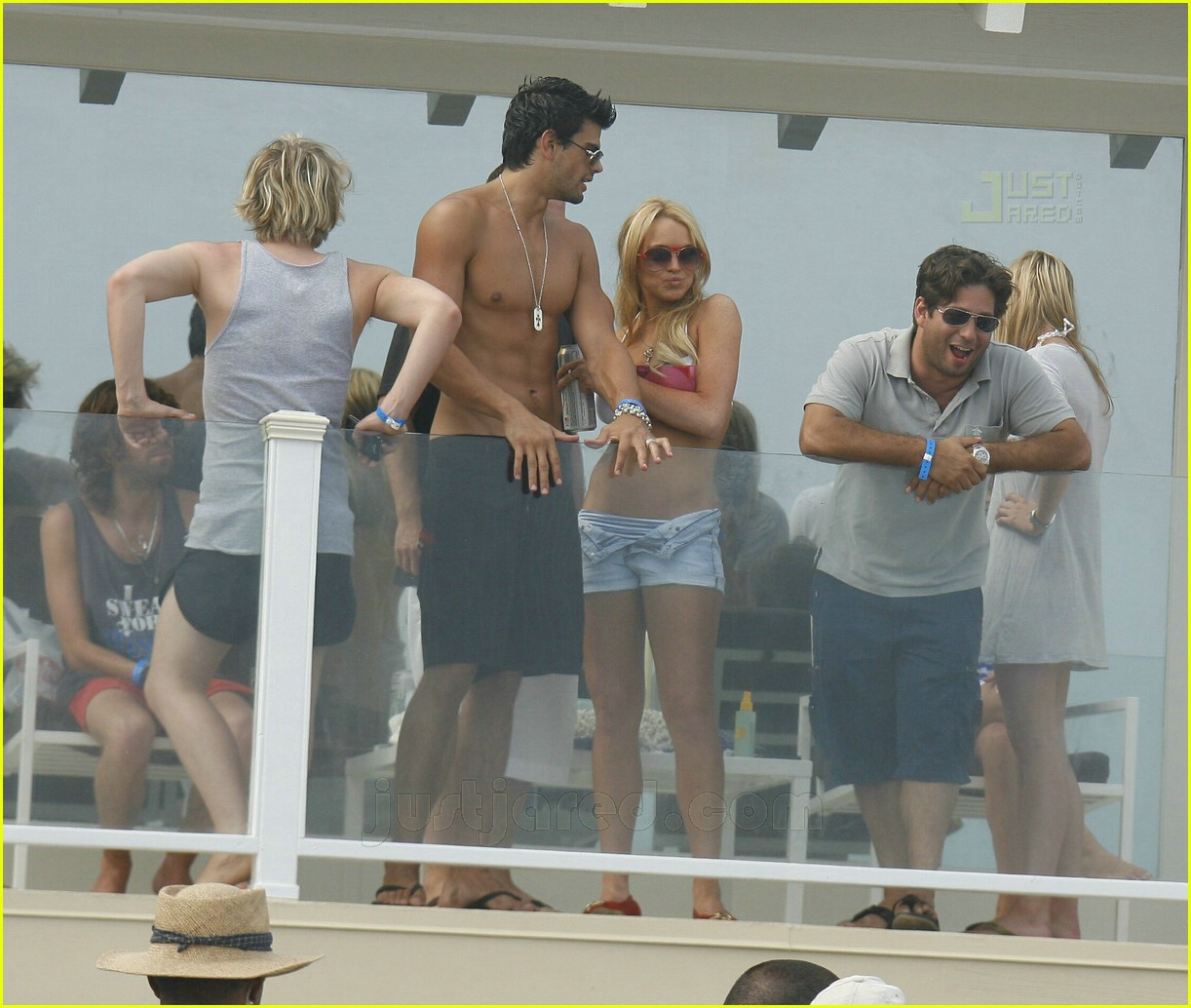 lindsay lohan fourth of july hunk 16