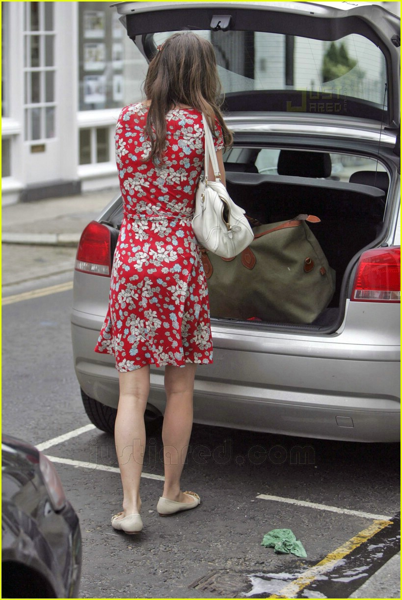 Full Sized Photo Of Kate Middleton Big Bag 03 Photo