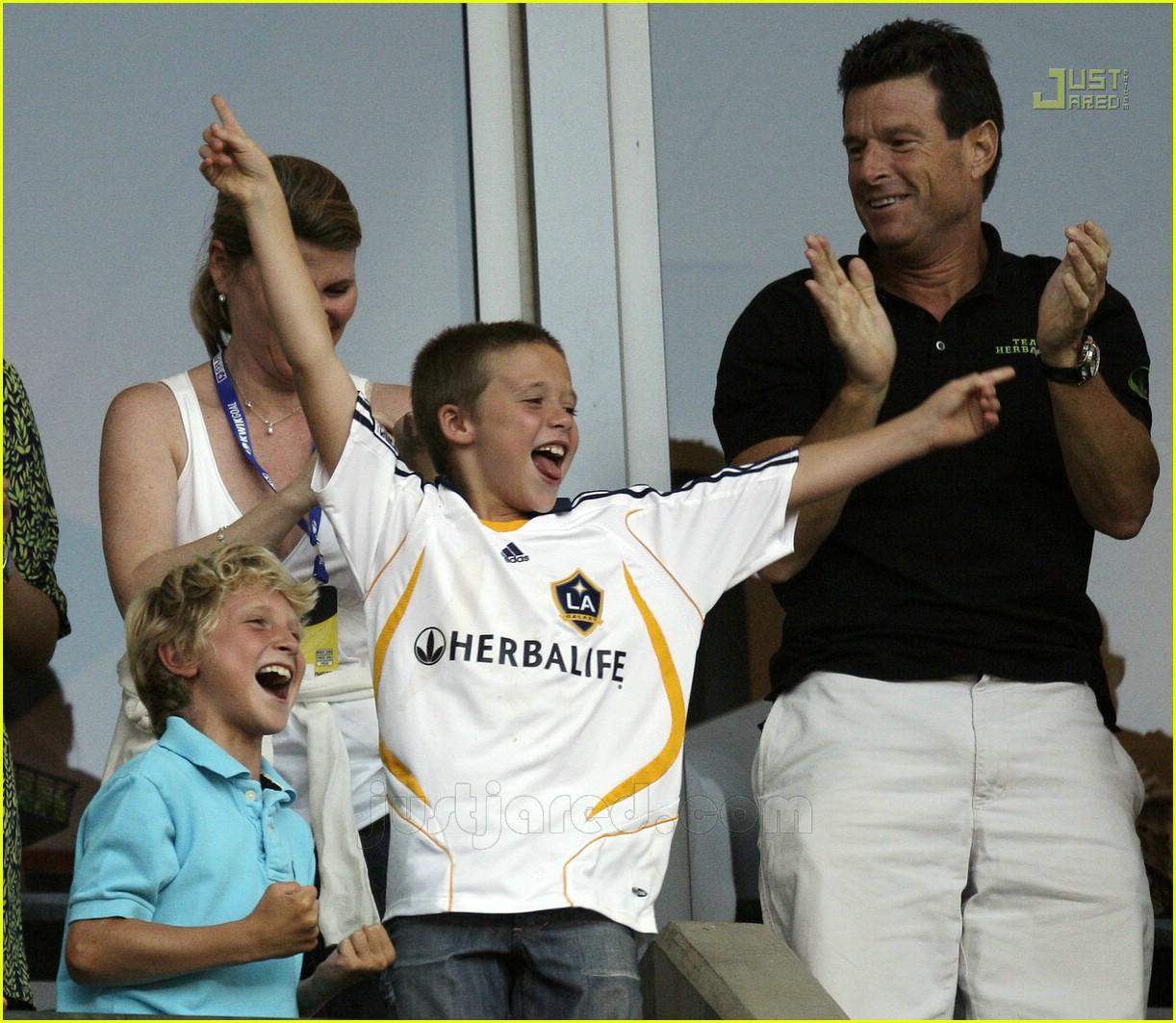beckham family cheer 02