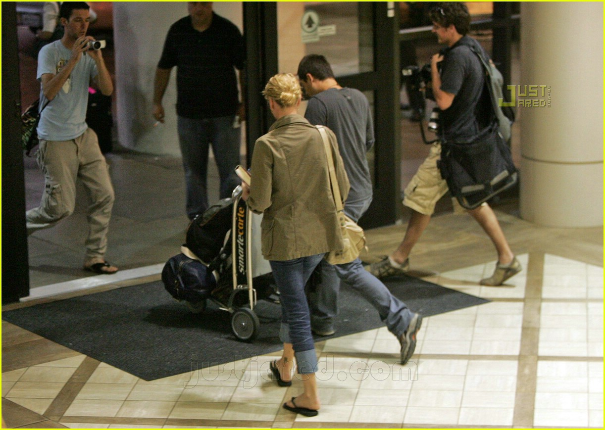 charlize theron airport 03
