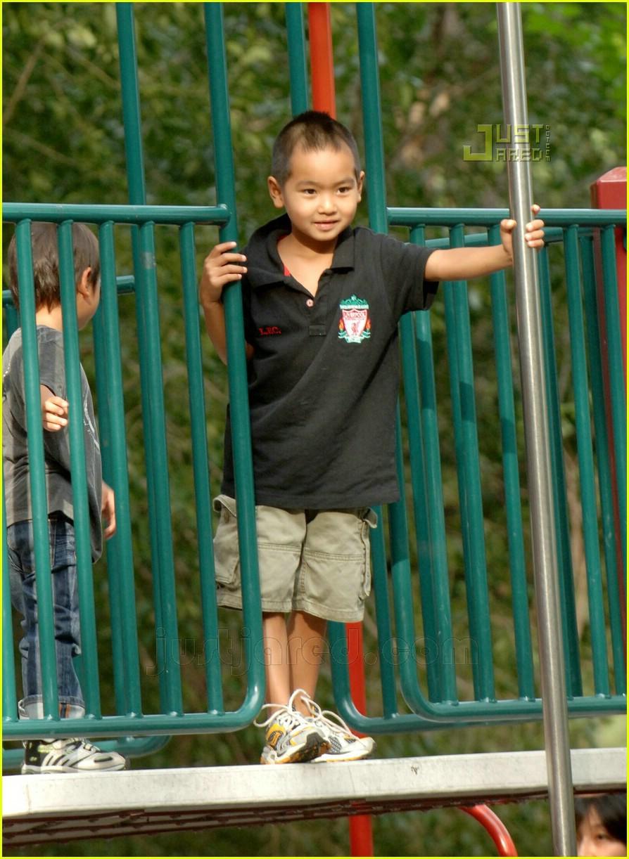 brad pitt kids playground 06