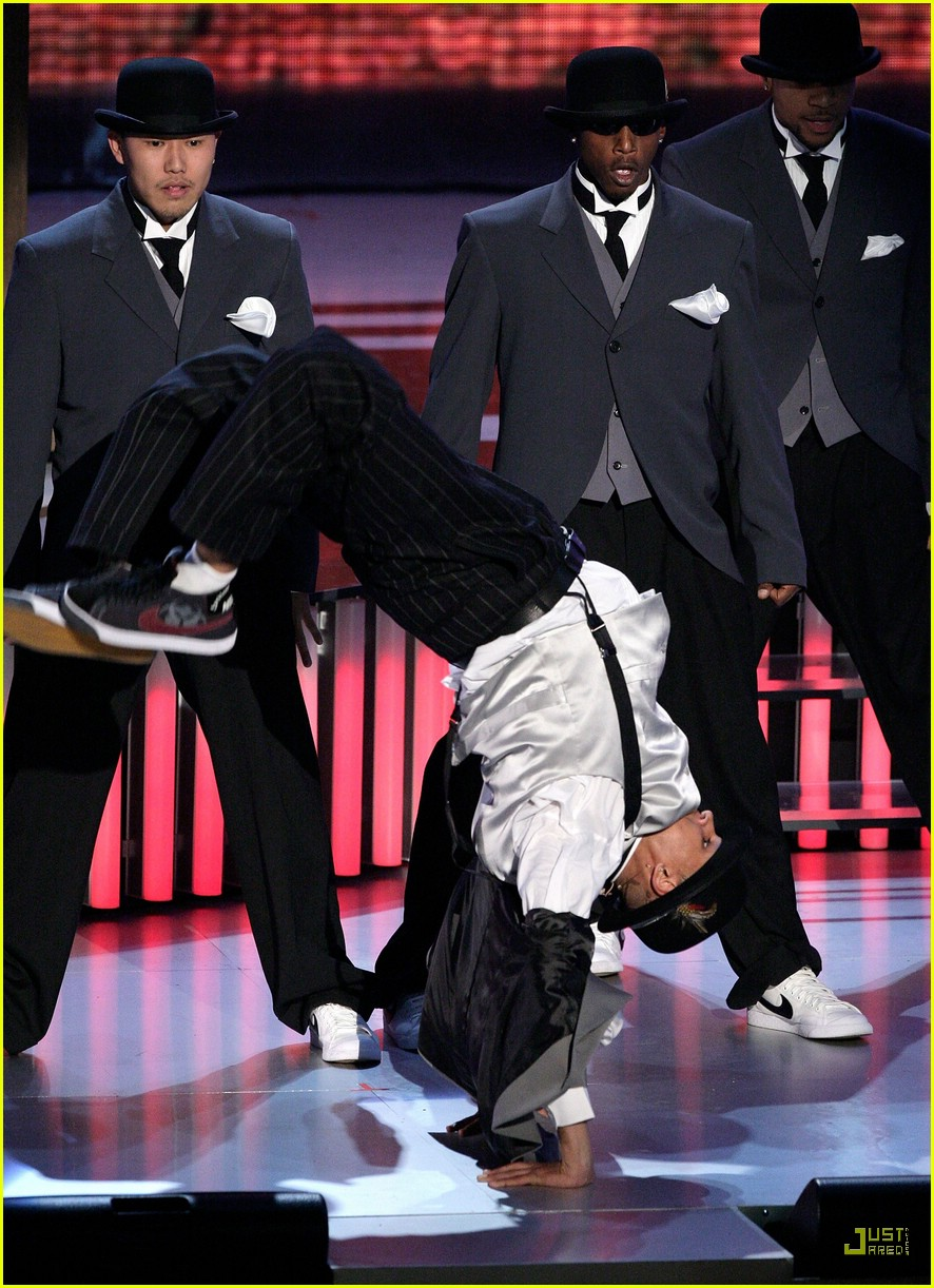 chris brown rihanna vmas 2007 performance 14
