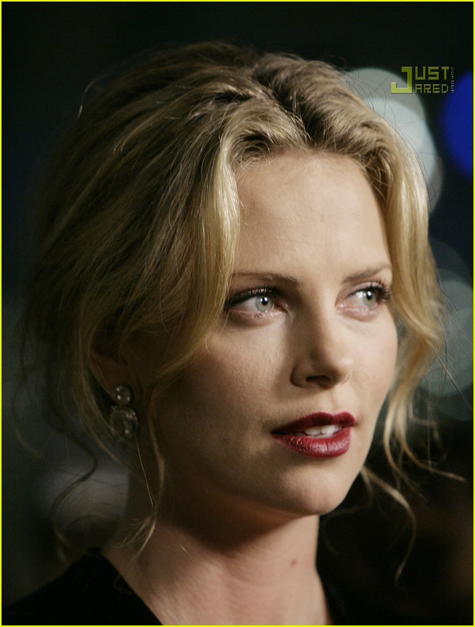 charlize theron in the valley of elah premiere 08