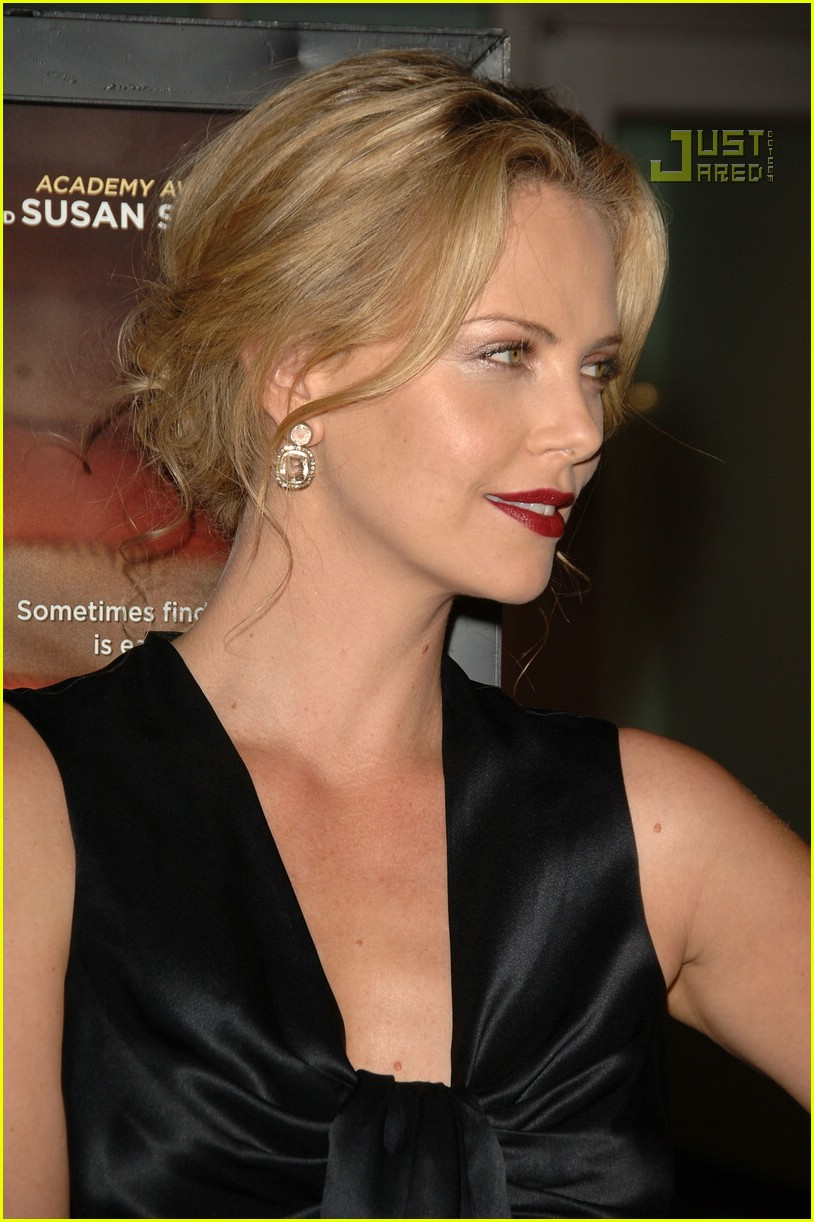 charlize theron in the valley of elah premiere 12588201