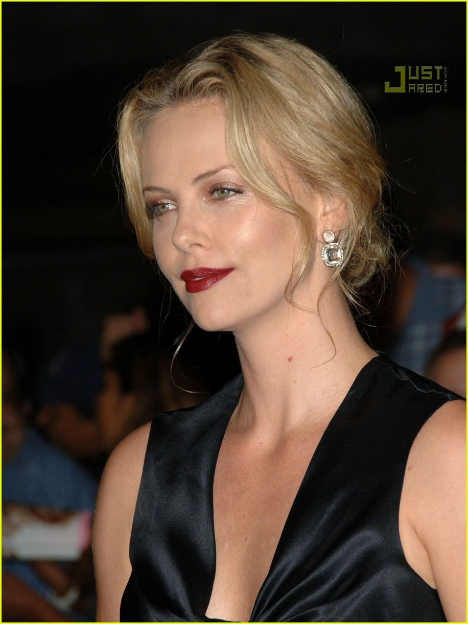 charlize theron in the valley of elah premiere 17