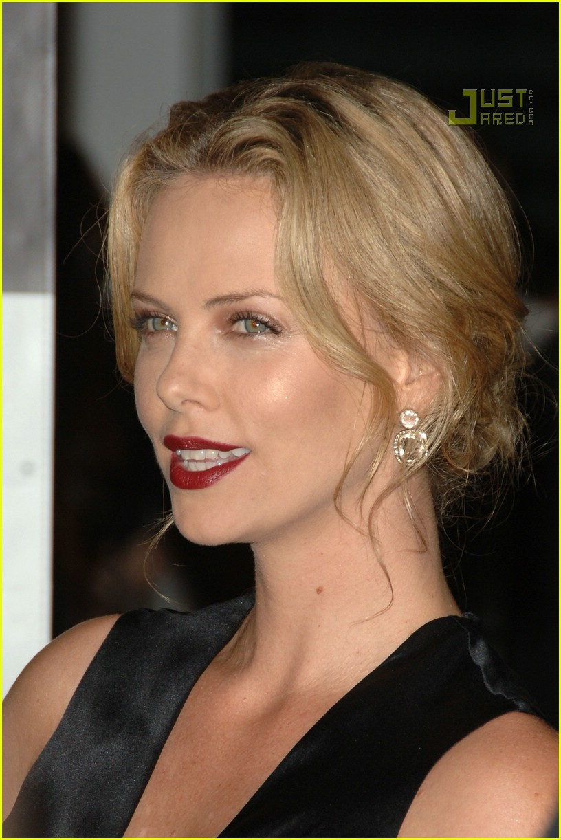 charlize theron in the valley of elah premiere 19