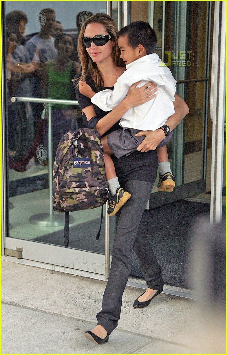 angelina jolie carrying maddox 09