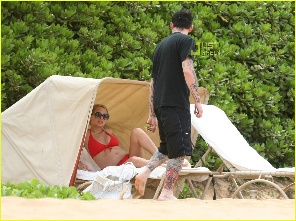 nicole richie pregnant bikini pictures 20