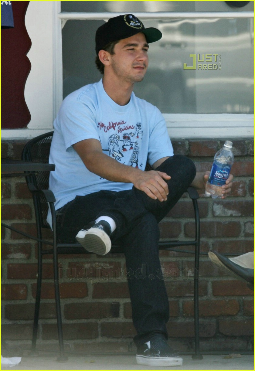 Full Sized Photo of shia labeouf smoking 10 | Photo 567631 | Just ... Jake Gyllenhaal