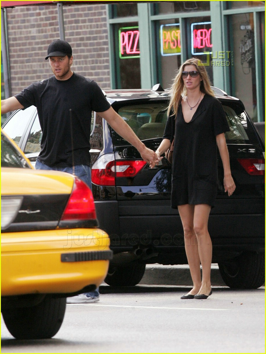 tom gisele holding hands 02