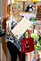 christina aguilera baby store shopping 08
