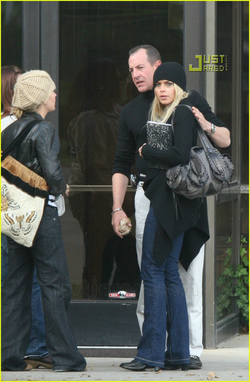 lindsay lohan checking out of rehab 02