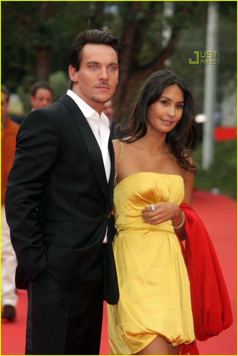 who is jonathan rhys meyers dating Is jonathan rhys meyer single or dating someone know about his affairs and relationship with other celebrity and his recent affair.