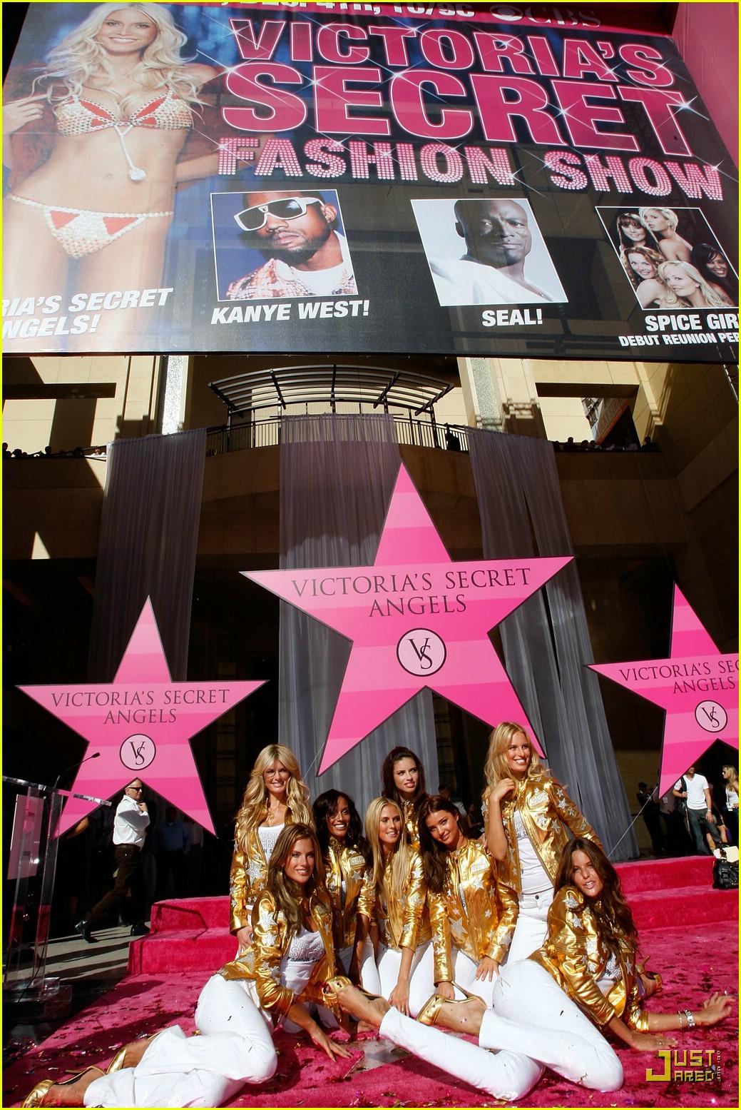 alessandra ambrosio victorias secret fashion show 2007 23