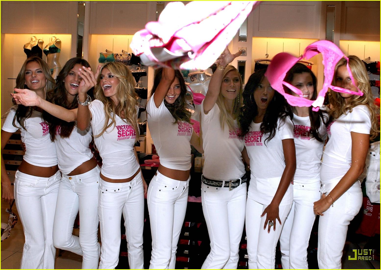 alessandra ambrosio victorias secret fashion show 2007 31735161