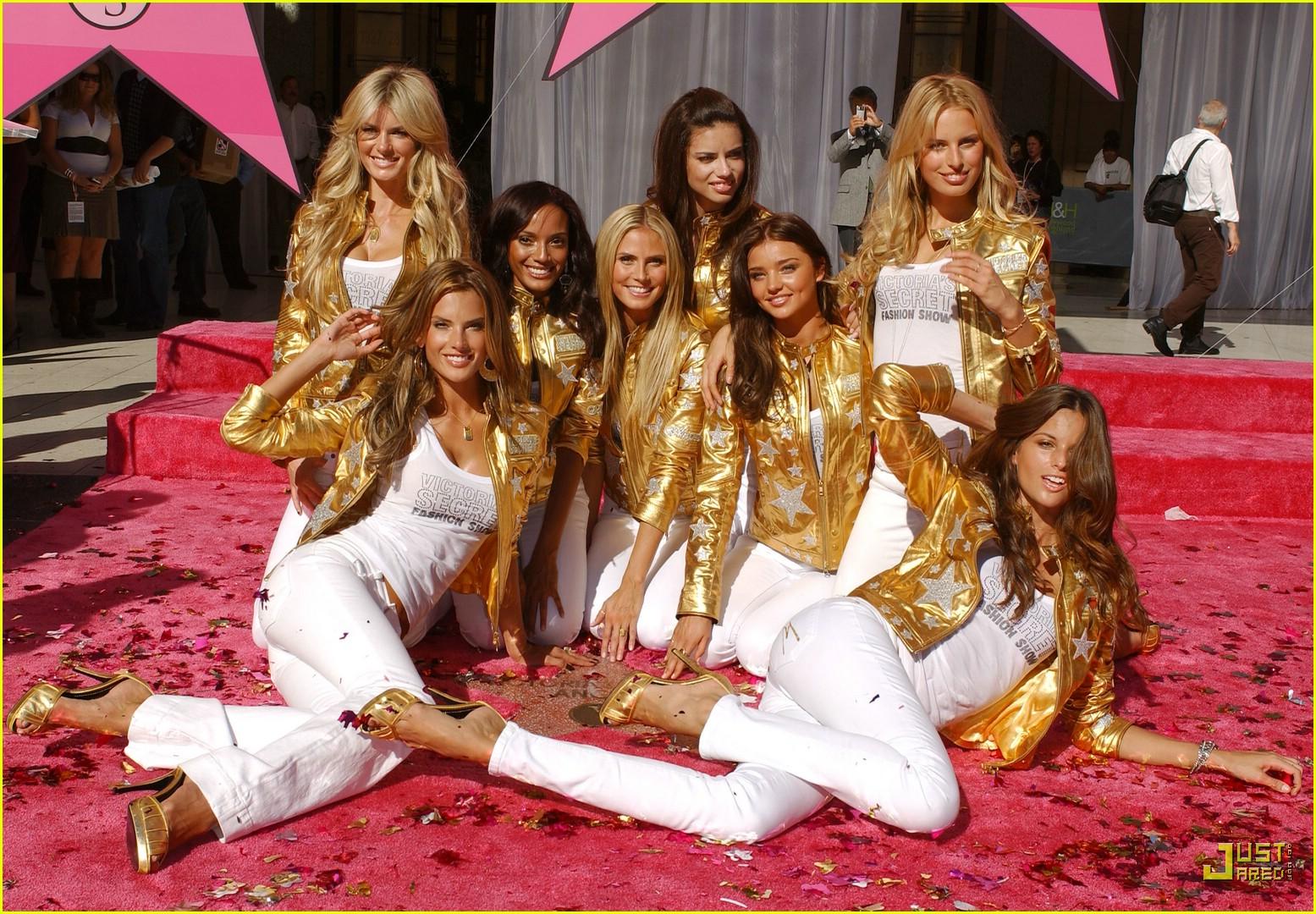 alessandra ambrosio victorias secret fashion show 2007 55735401