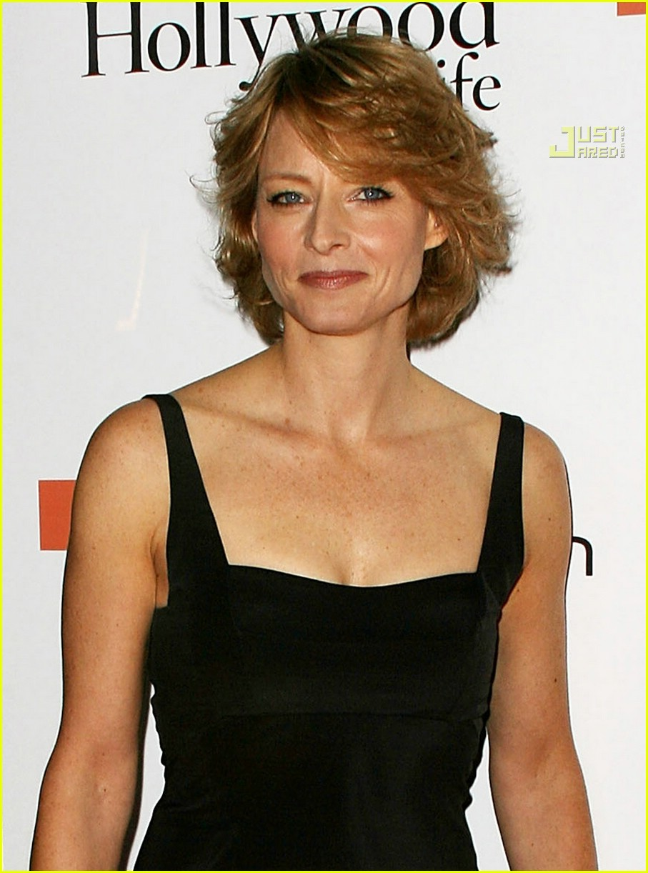 Amazing Behind The Cameras With Jodie Foster Photo 724021 Jodie Foster Short Hairstyles For Black Women Fulllsitofus