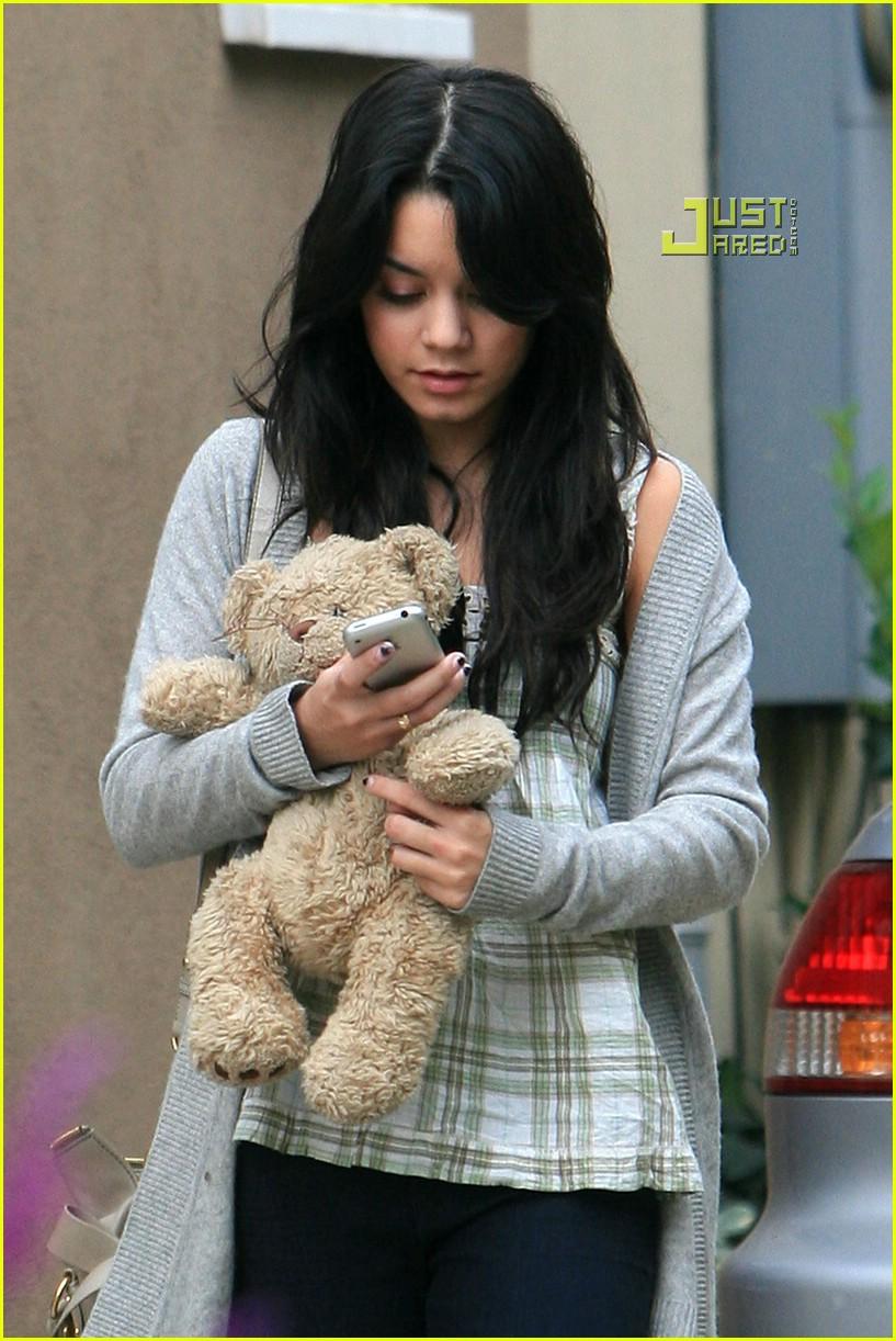 vanessa hudgens teddy bear 03