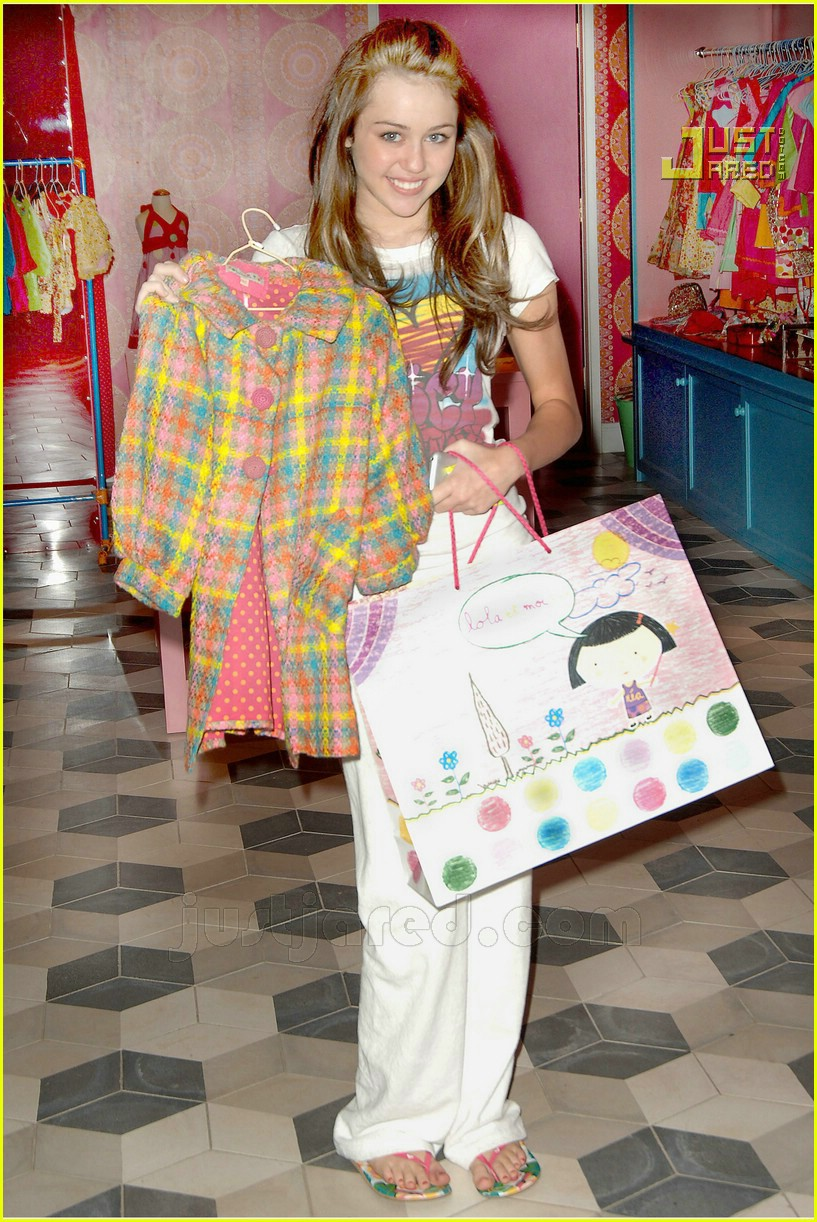 miley cyrus switch shopping 01