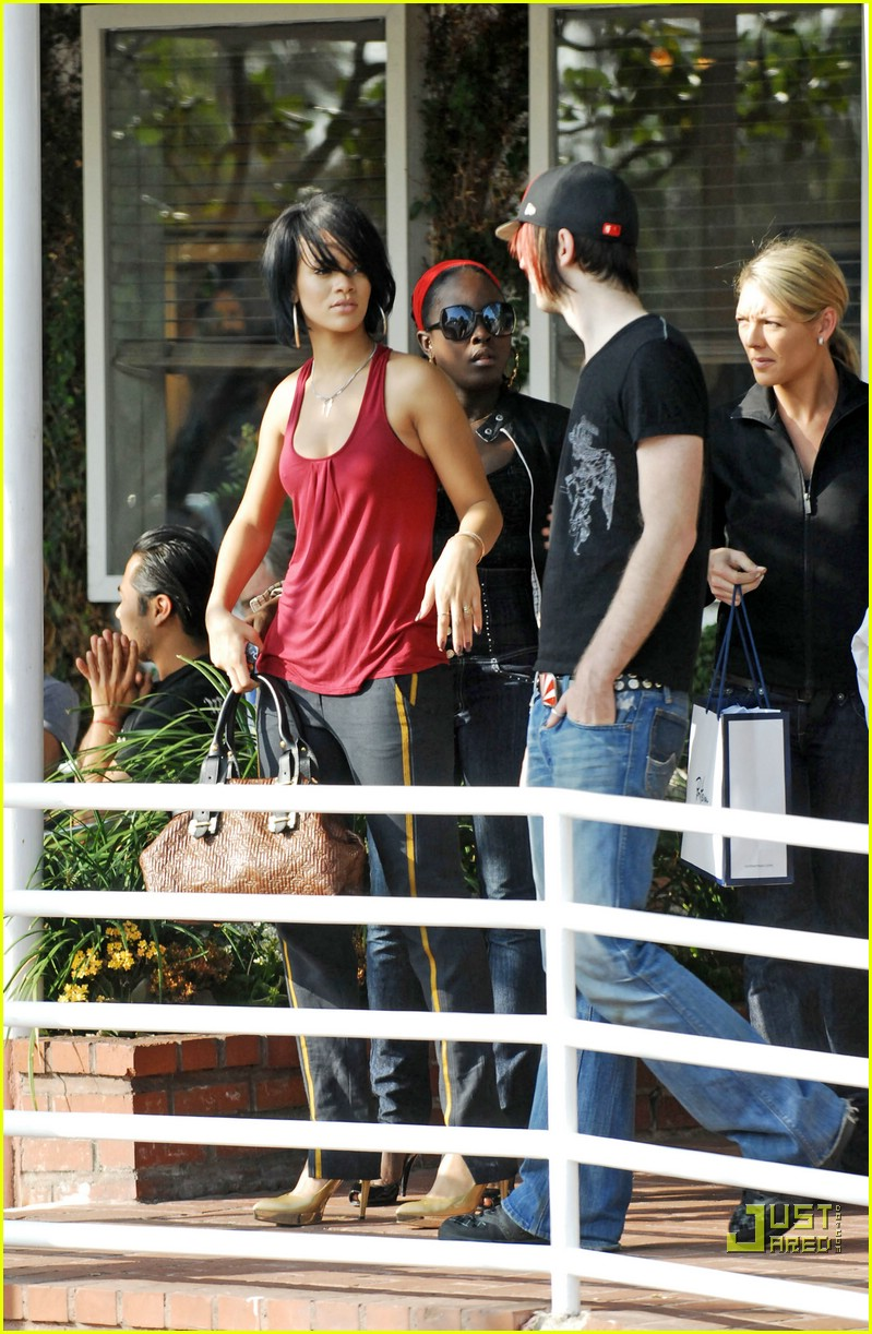 rihanna shopping spree 08