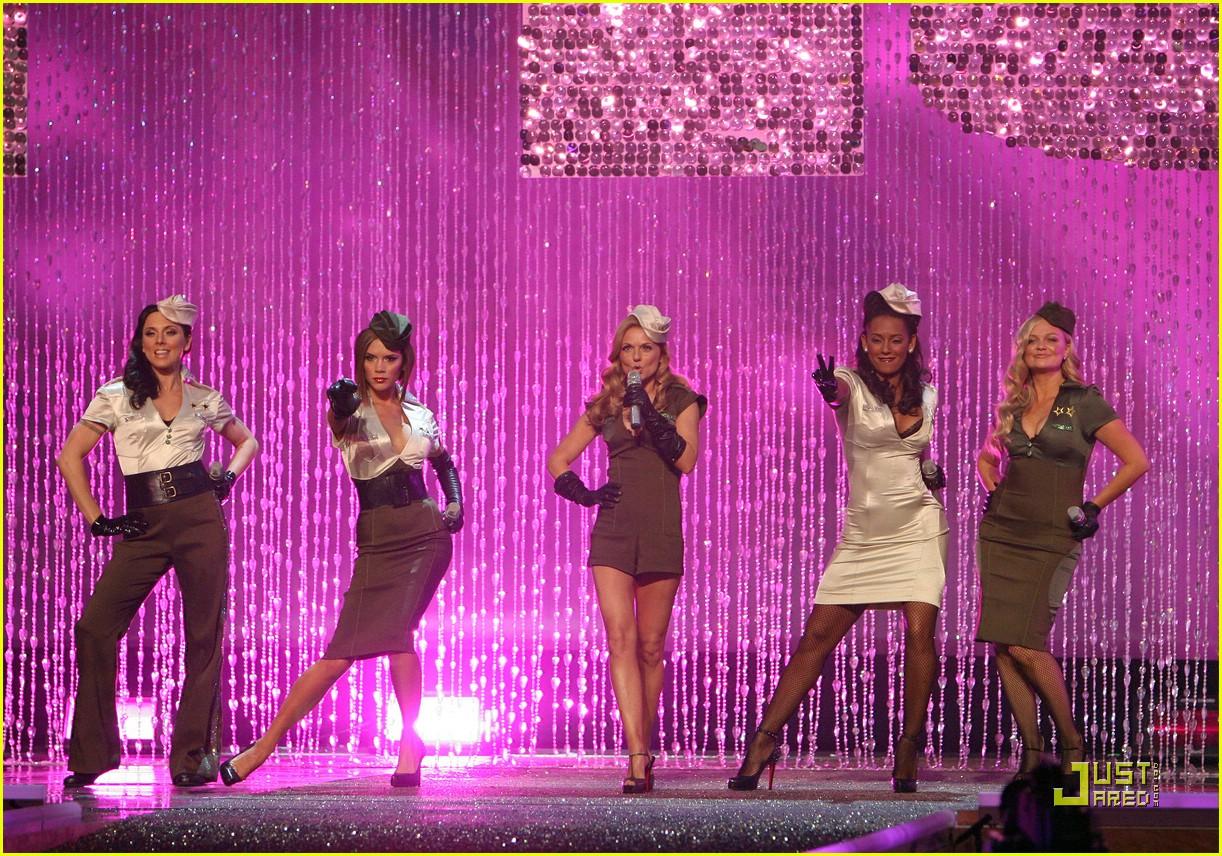 spice girls victorias secret fashion show performance 26