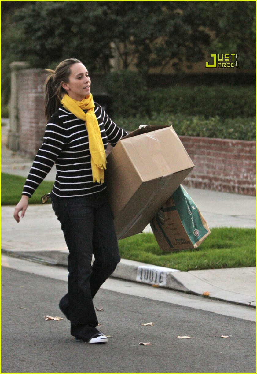 jennifer love hewitt box 07802201
