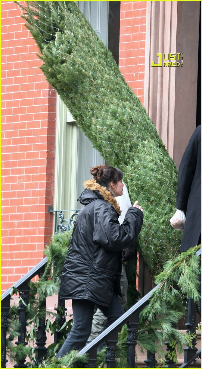liv tyler christmas tree 03792141