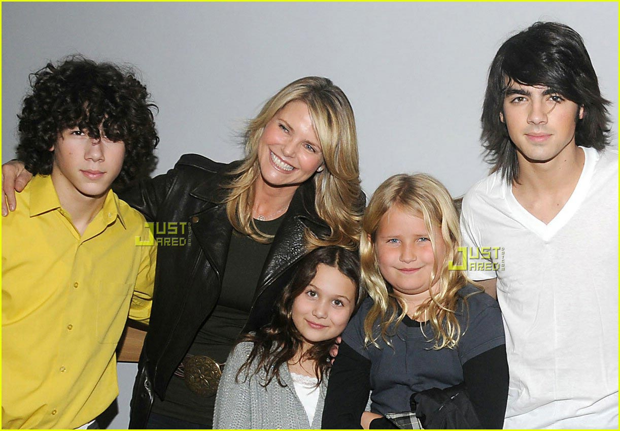 jonas brothers christie brinkley.jpg02