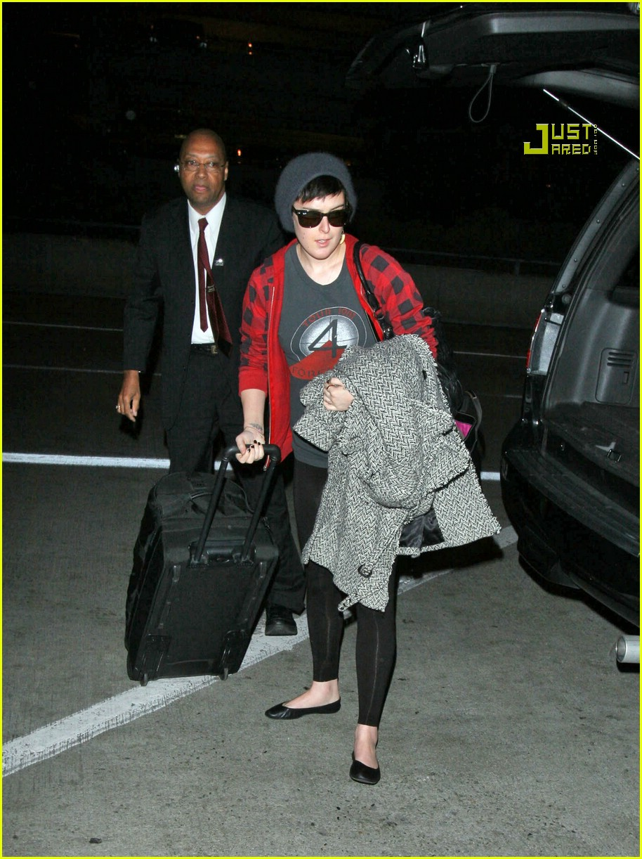 rumer willis airport 02