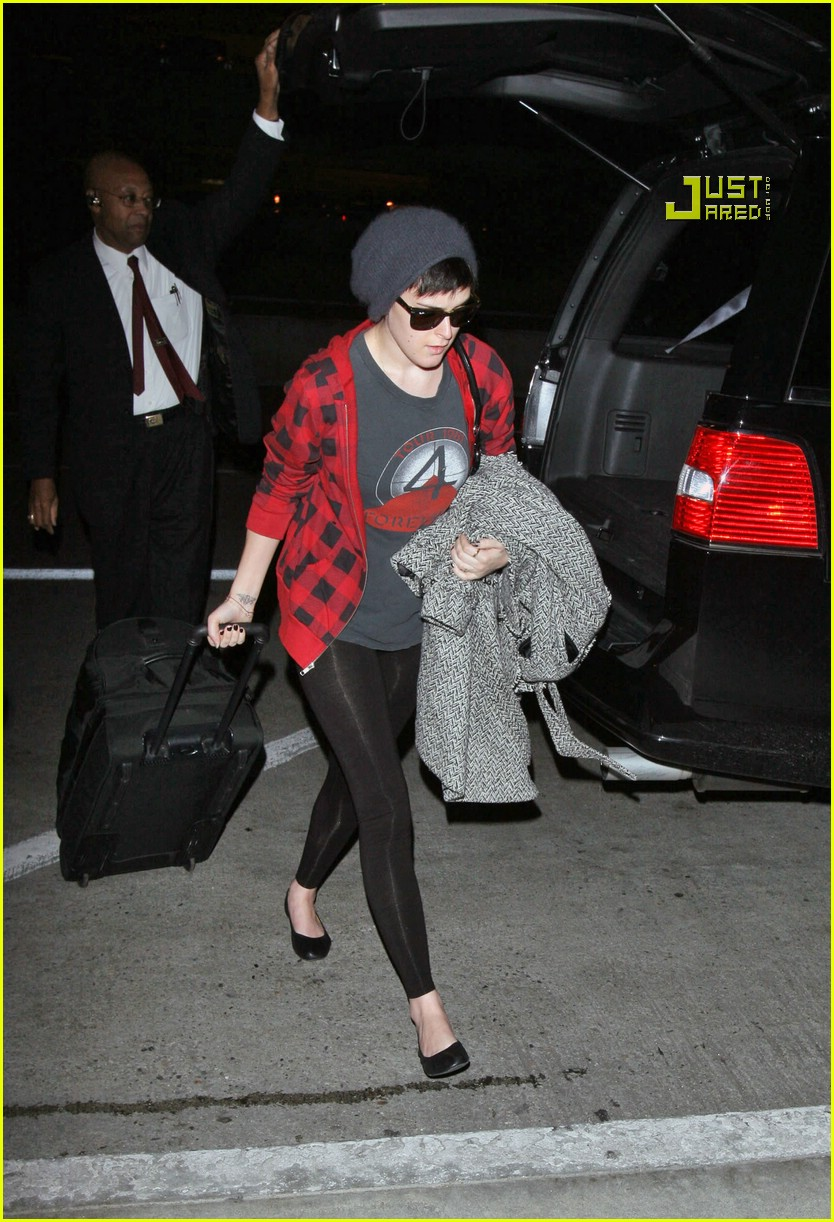 rumer willis airport 08