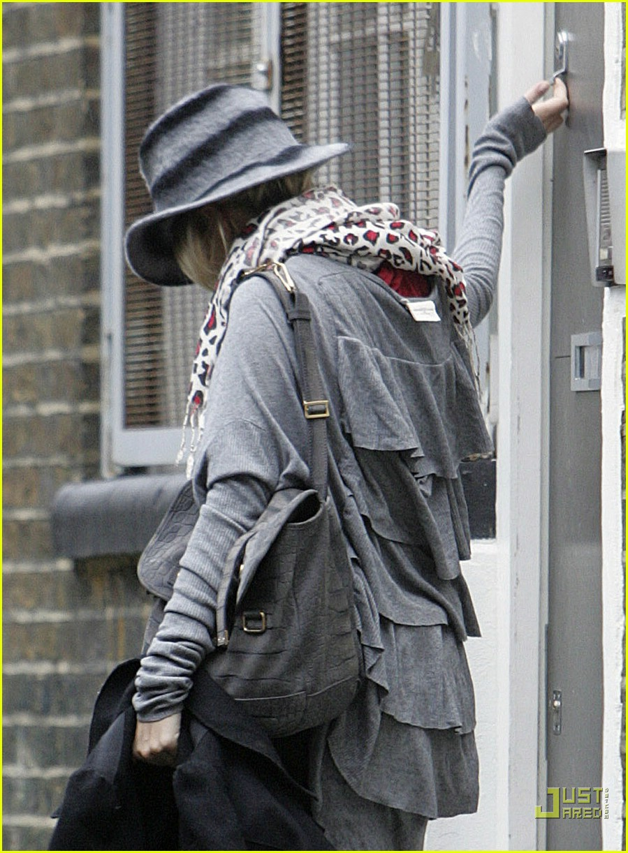 sienna miller professional dog walker 01