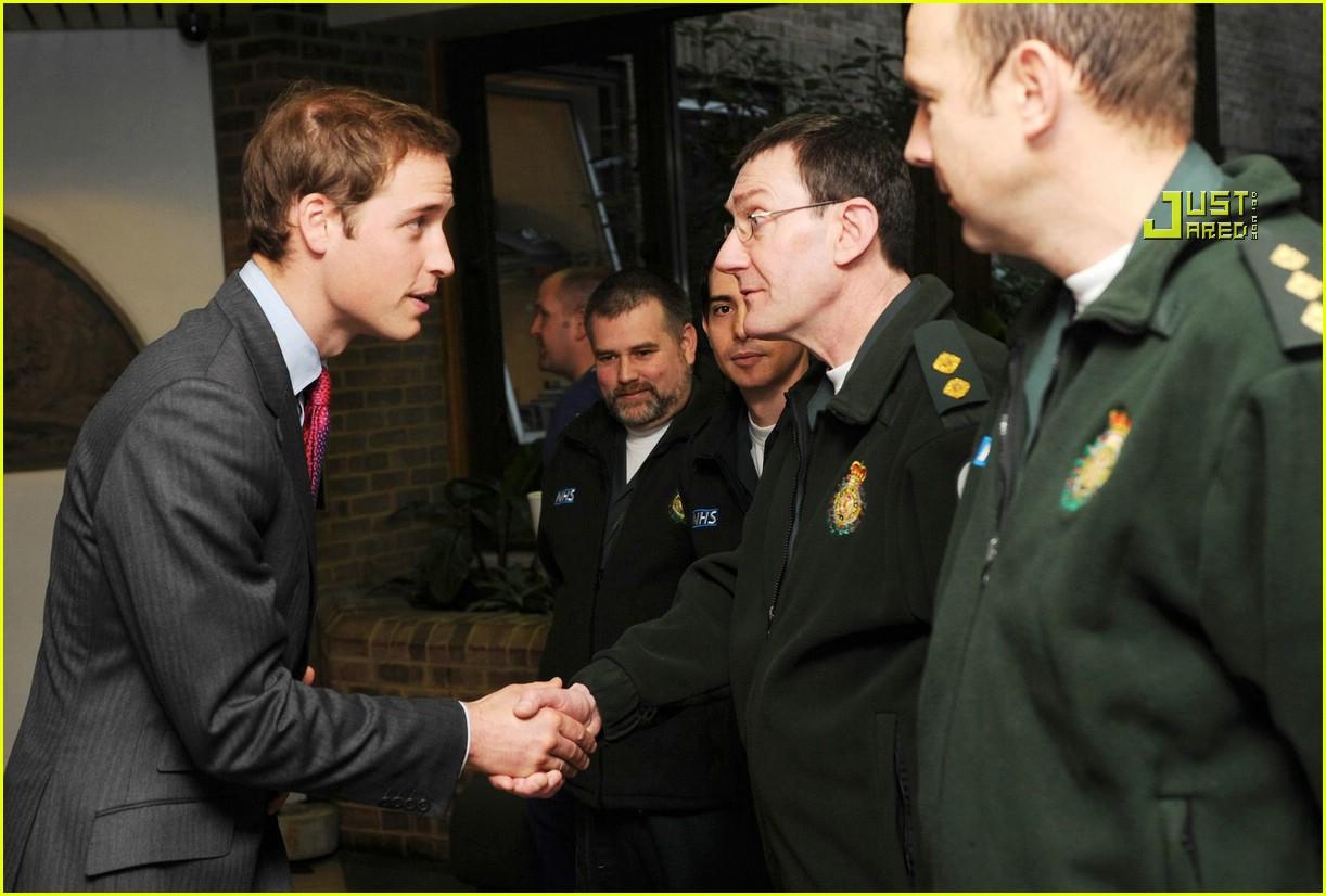prince william visits hospital 04832121