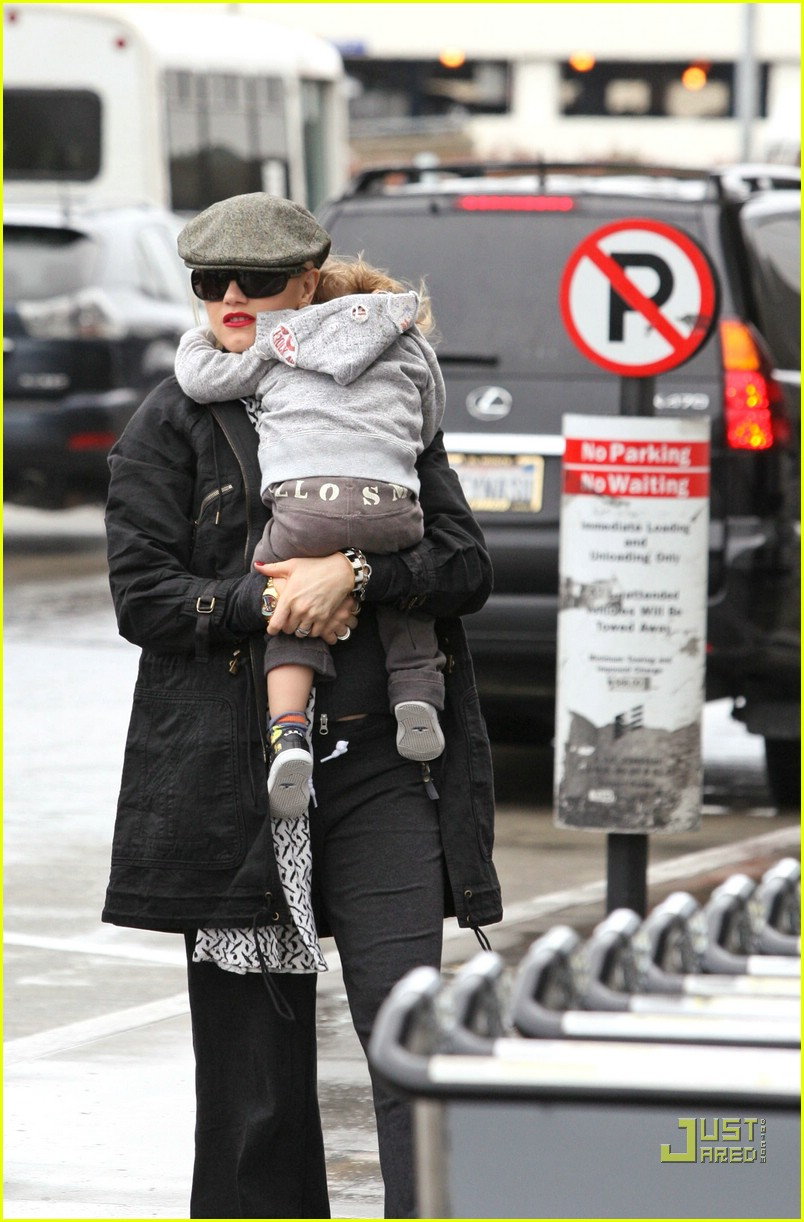 gwen stefani baby on board 06