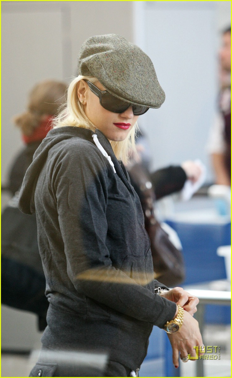 gwen stefani baby on board 25