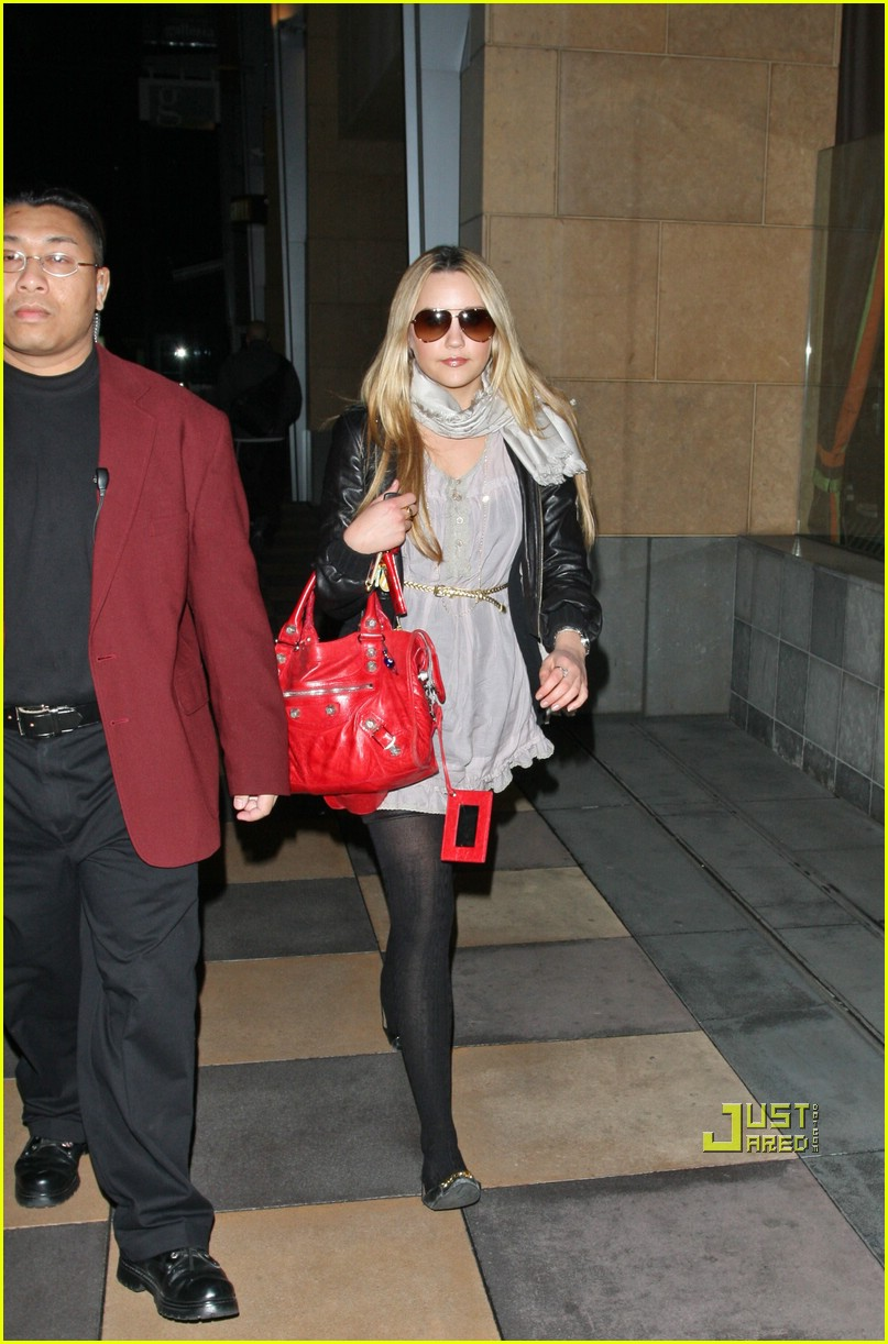amanda bynes dating Amanda bynes began dating nick zano after she kicked taran killam to the curb she was 17 at the time, zano was 24 bynes later told `cosmogirl` in 2005 i learned so much from both relationships.
