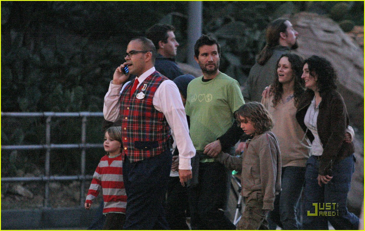 johnny depp kids disneyland 14926101