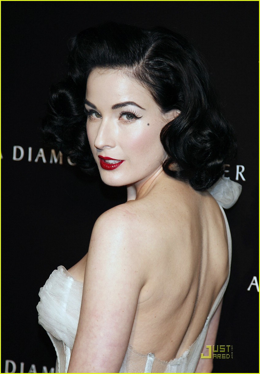 Dita Von Teese Attends Diamond Dinner