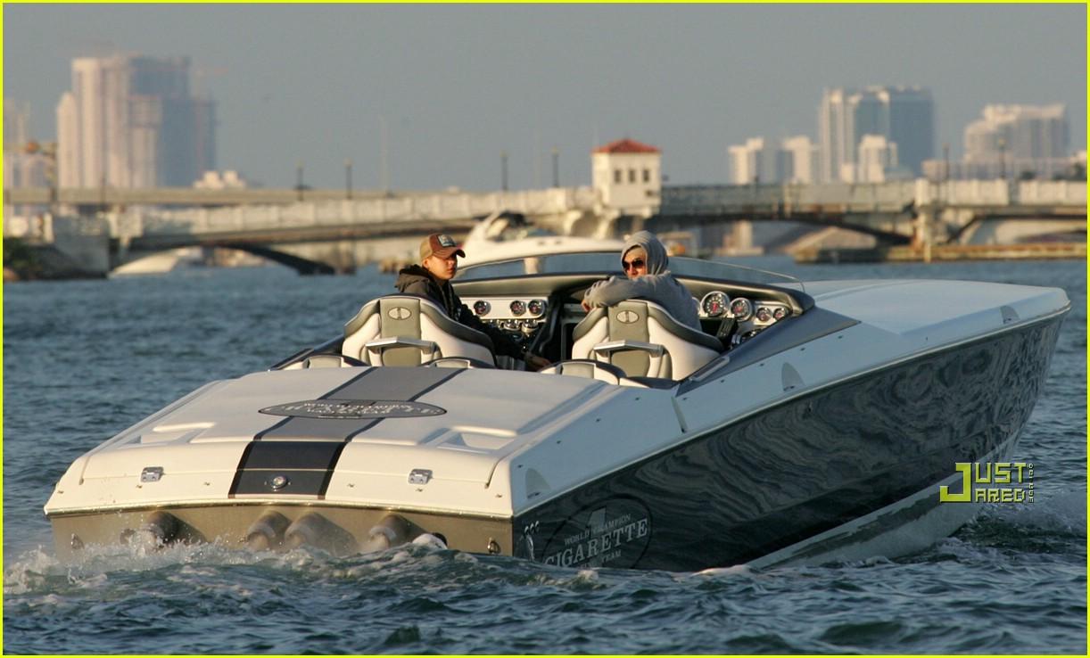 enrique iglesias boat 03