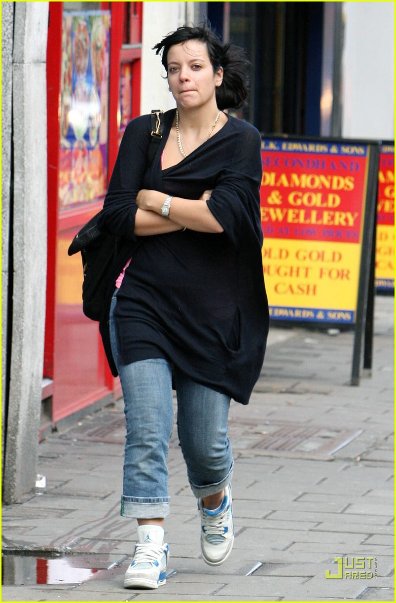 lily allen tearful phone call 03