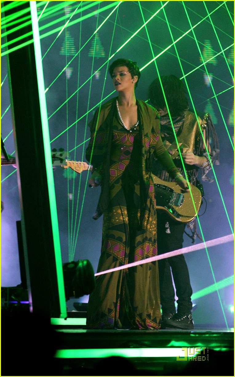 rihanna brit awards performance video 01