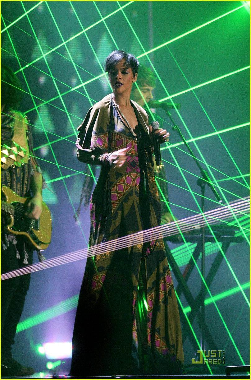 rihanna brit awards performance video 02