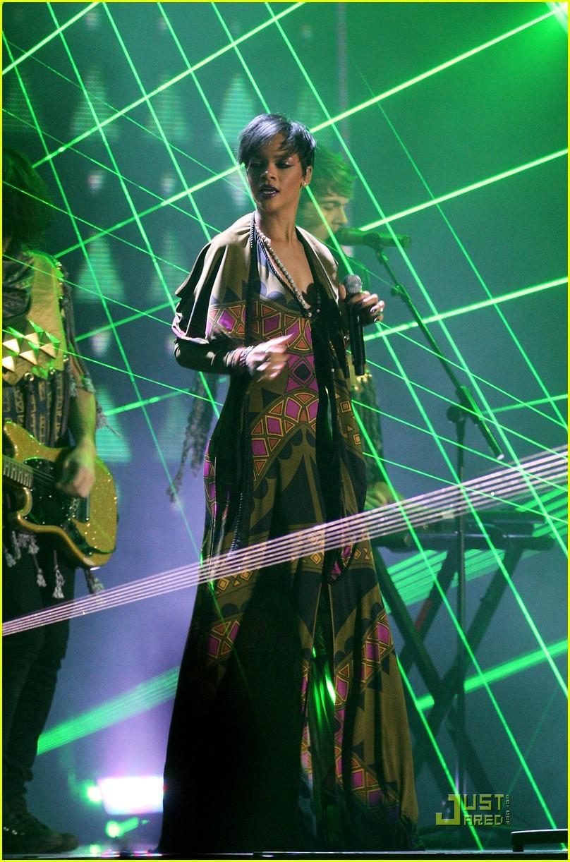 rihanna brit awards performance video 02