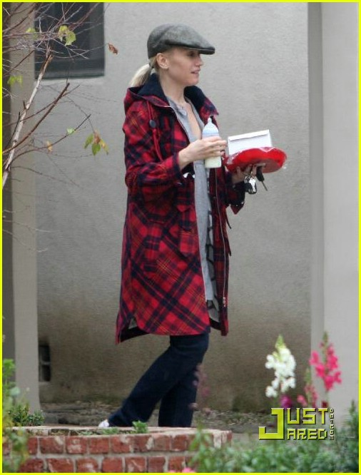gwen stefani pregnant 13 gwen stefani pregnant 13. Gwen Stefani and son Kingston head over to her ...