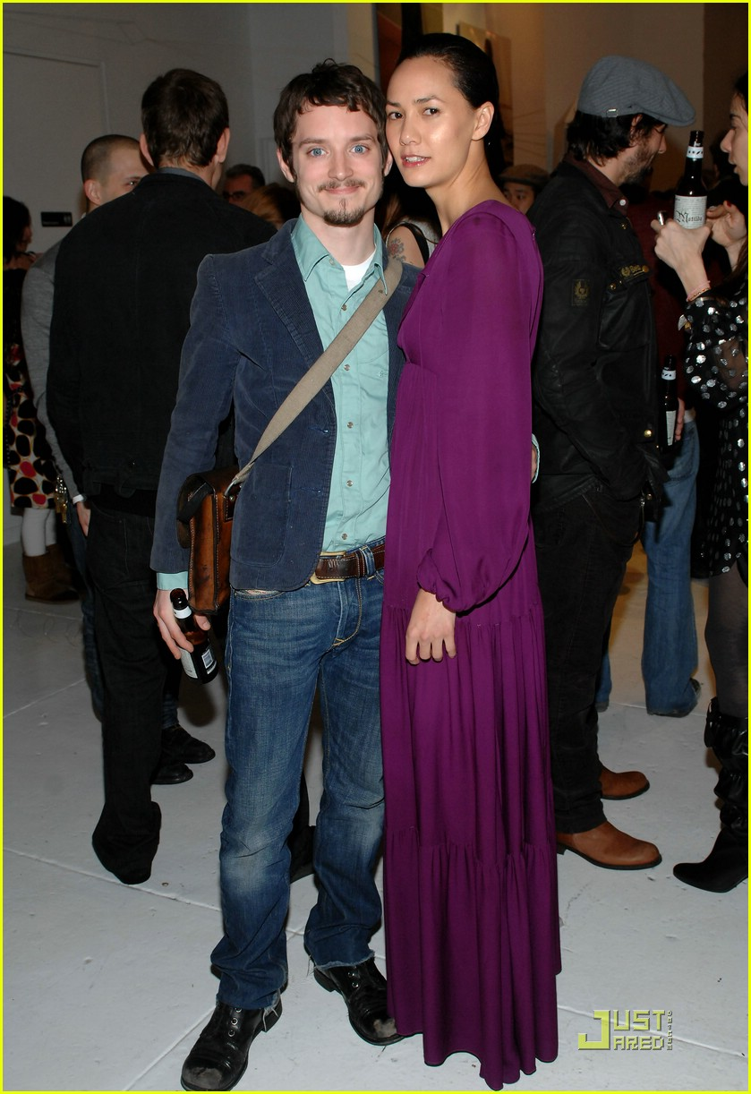 Elijah Wood Girlfriend http://www.justjared.com/photo-gallery/942981/elijah-wood-be-kind-rewind-03/